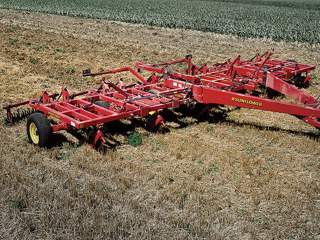 sunflower-tillage-3600-blade-plow.jpg
