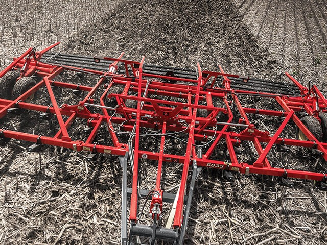 sunflower-tillage-5035-field-cultivator.jpg