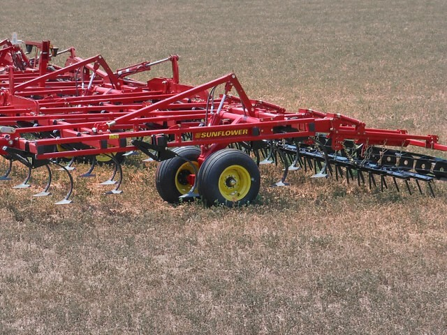 sunflower-tillage-5056-field-cultivator.jpg